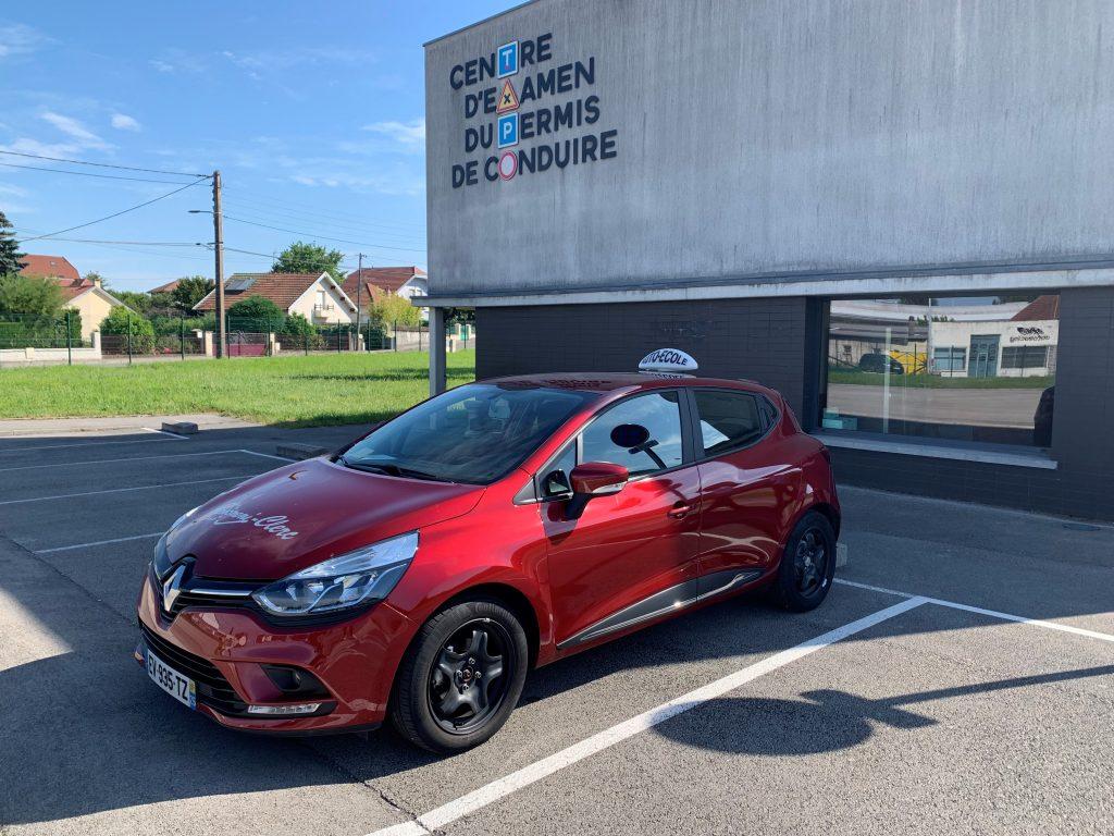 Renault Clio véhicule double commande pour la formation accélérée